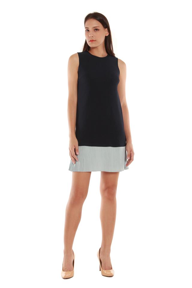 Estelle Sleeveless Colorblock Pleated Hem Dress in Navy/Blue Pleats