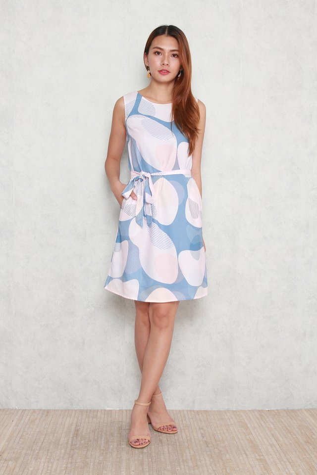 Lucille Sleeveless Abstract Midi Dress in Blue
