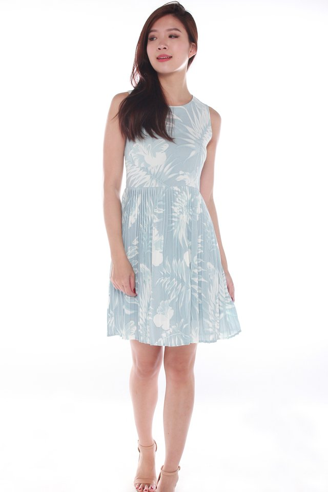 Hailey Sleeveless Pleated Floral Pouf Dress in Blue