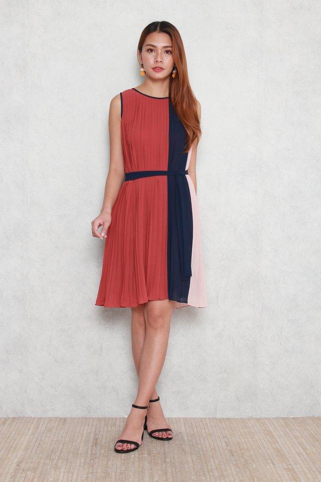 Ella Colourblock Pleated Dress in Tea Rose
