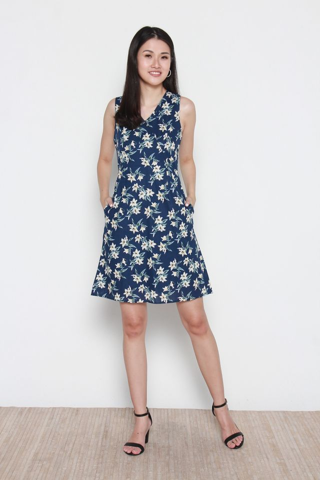 Wendy V-Neck Floral Dress in Blue
