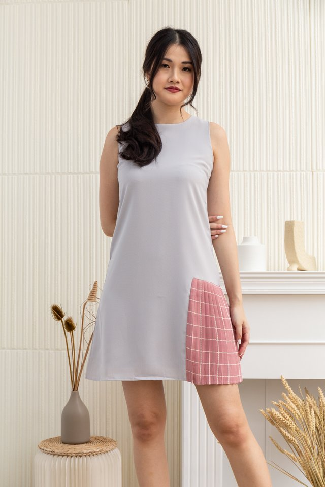 Carlee Sleeveless Side Pleated Checkered Dress in Grey/Pink