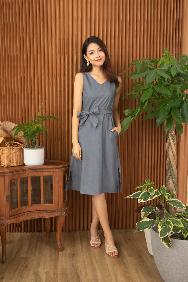 Winola V-Neck Sleeveless Midi Dress in Grey